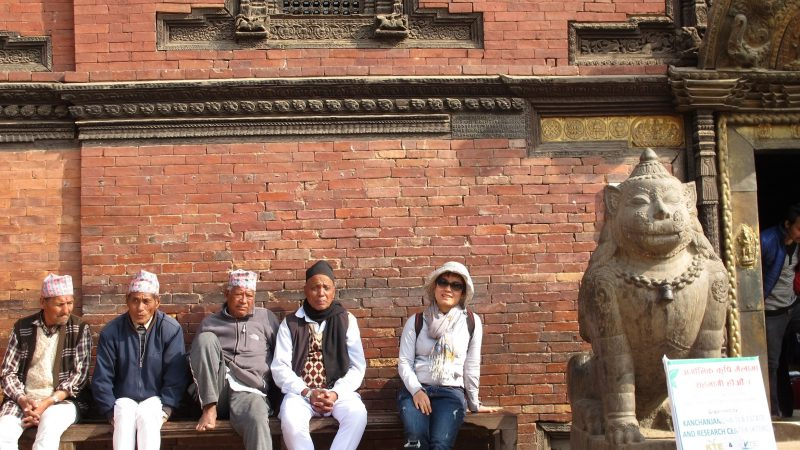 Nepal, yên bình bên rặng Himalaya